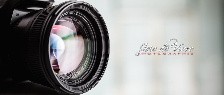 Close-up of a digital camera. Large copyspace_Joie de Vivre Photographie
