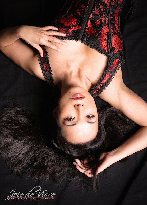 Boudoir Photographer, Intimate bedroom photography